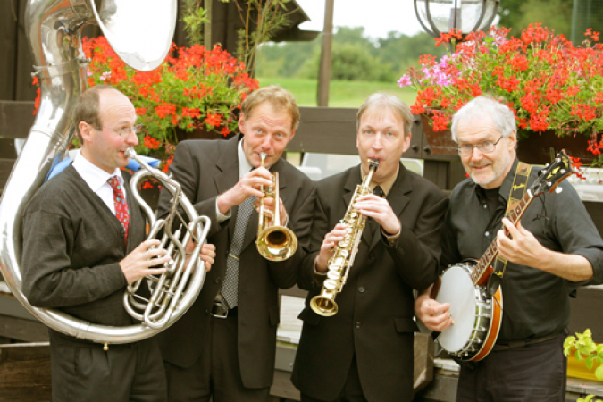 """Mit  Dixieland Rhythmen am 02.09.  im Dampfzug """"Bergischer Löwe"""" in den Abend"""